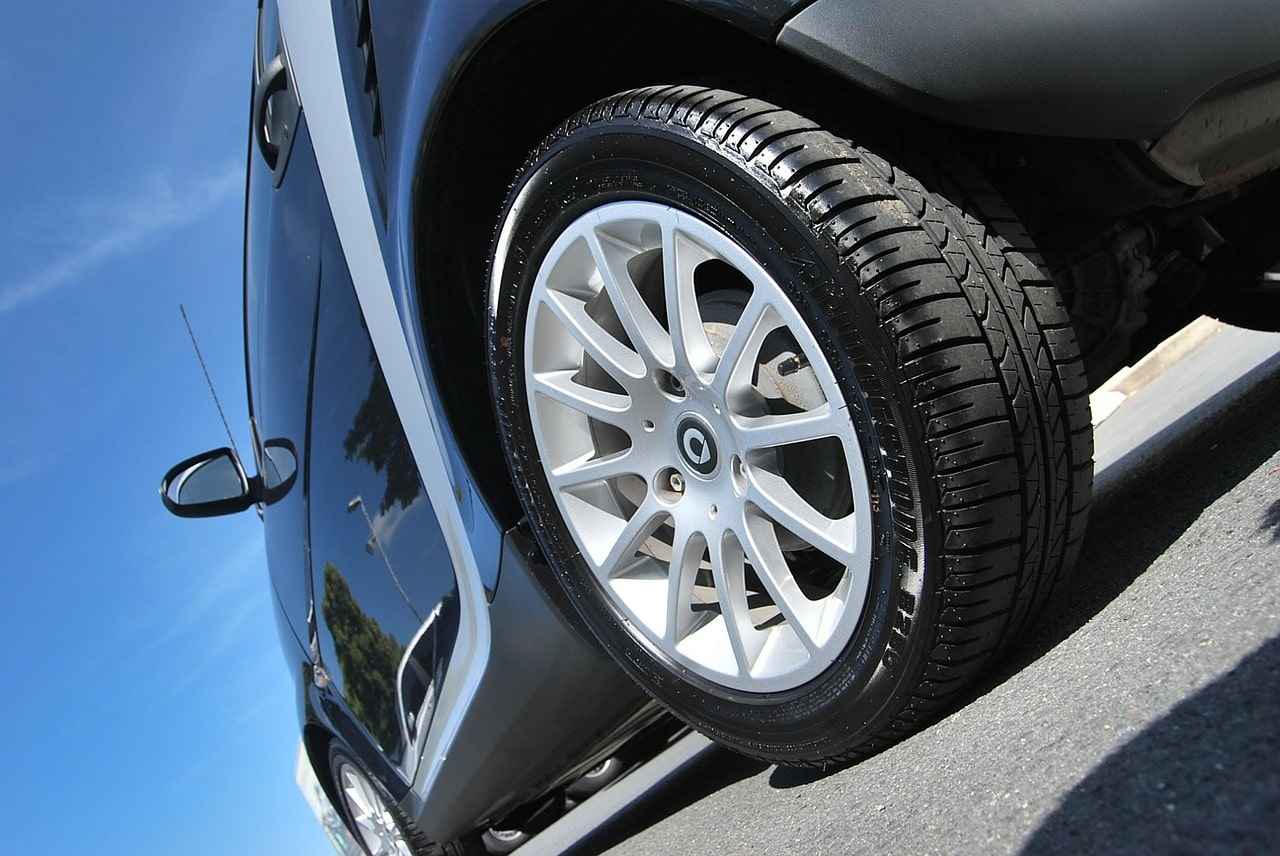 Tires with perfect aspect ratio for long distances. Much less aggressive than traction tires